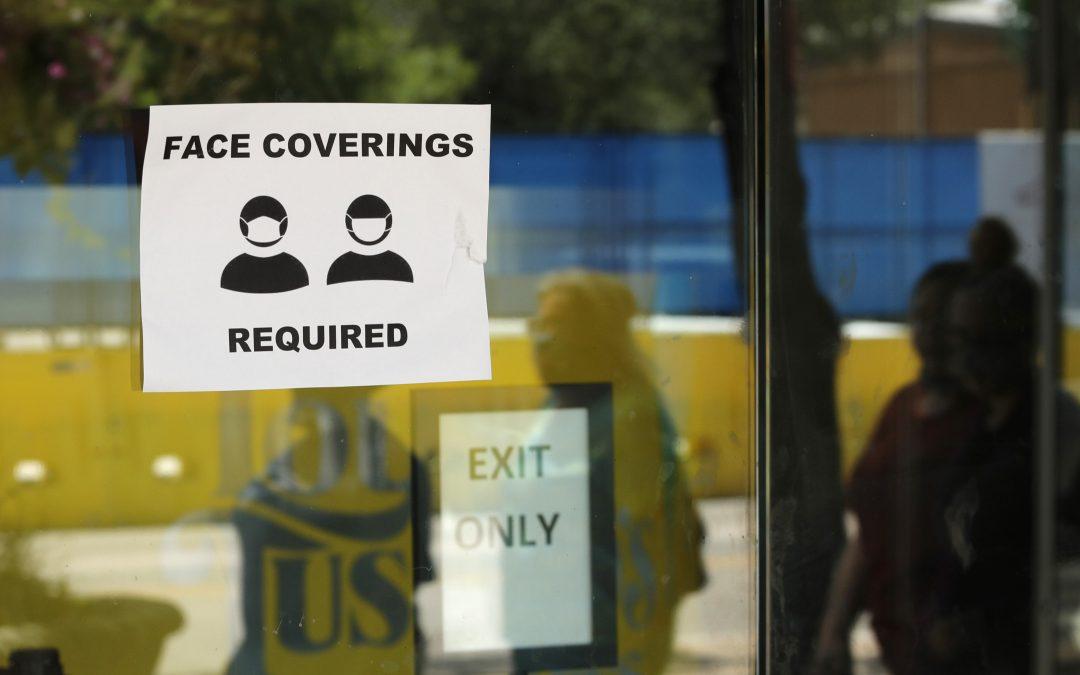 Puedes ser arrestado y acusado de invasión a la propiedad si no sigues las exigencias del uso de mascarillas en San Antonio