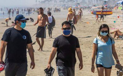 La CDC recomiendan a las personas vacunadas a que reanuden el uso de máscaras en interiores en algunas circunstancias a medida que se propague la variante delta