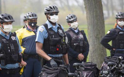 Los agentes de policía y los sindicatos luchan contra los mandatos de vacunación para los trabajadores públicos